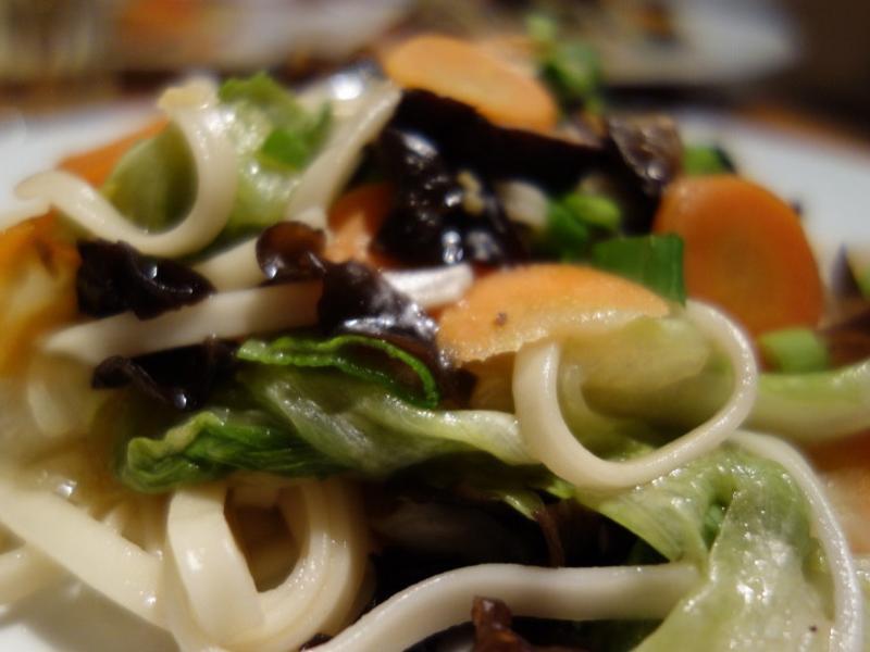 料好多多的日式蔬菜炒麵