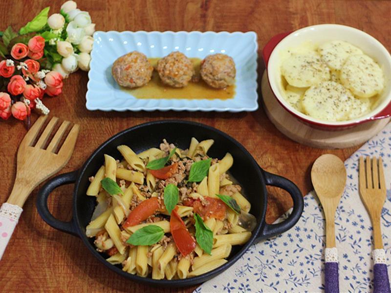 一鍋出一桌:義大利麵+豬肉丸+起司馬鈴薯