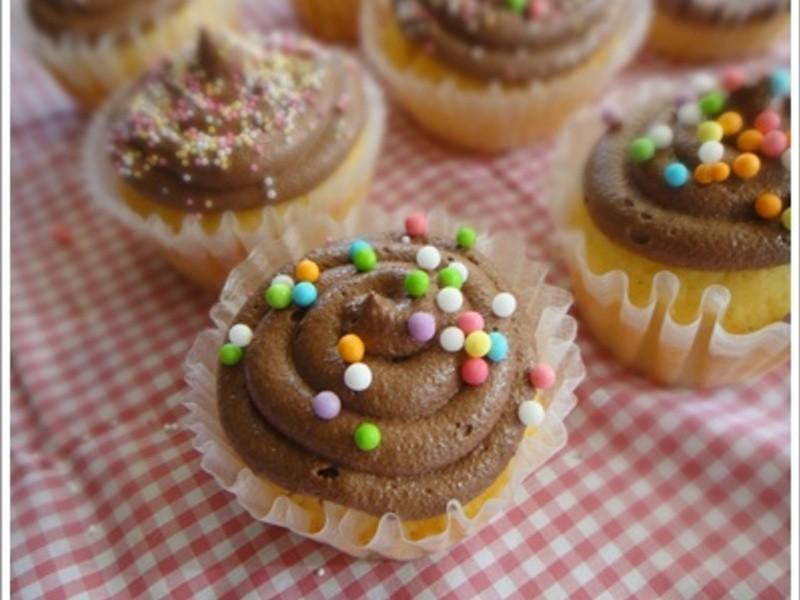 香草籽杯子蛋糕+阿華田巧克力奶油霜❤