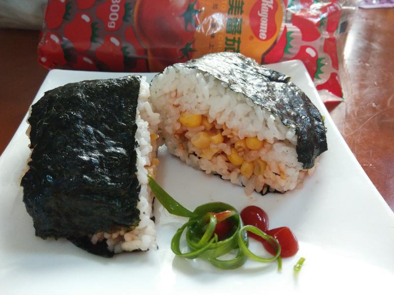 5分鐘吃香鬆玉米大口飯糰-蕃茄醬懶人料理