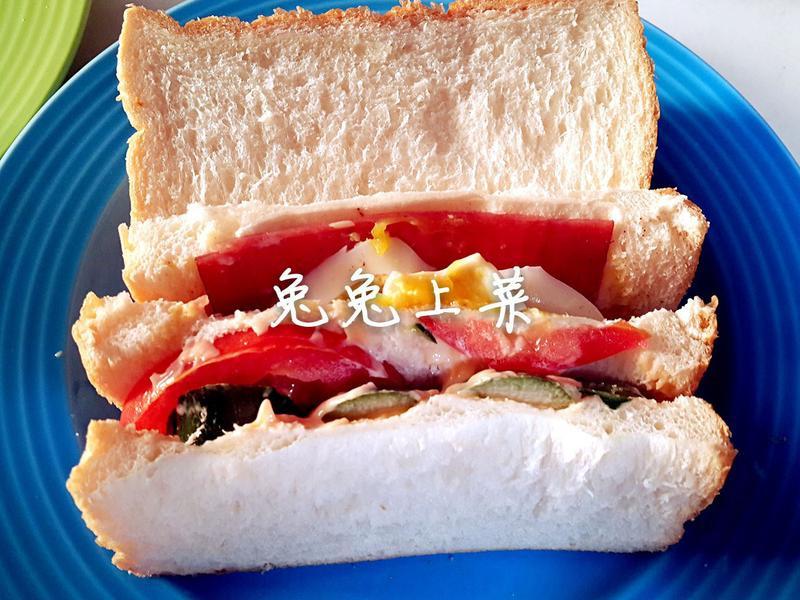 火腿蛋沙拉三明治