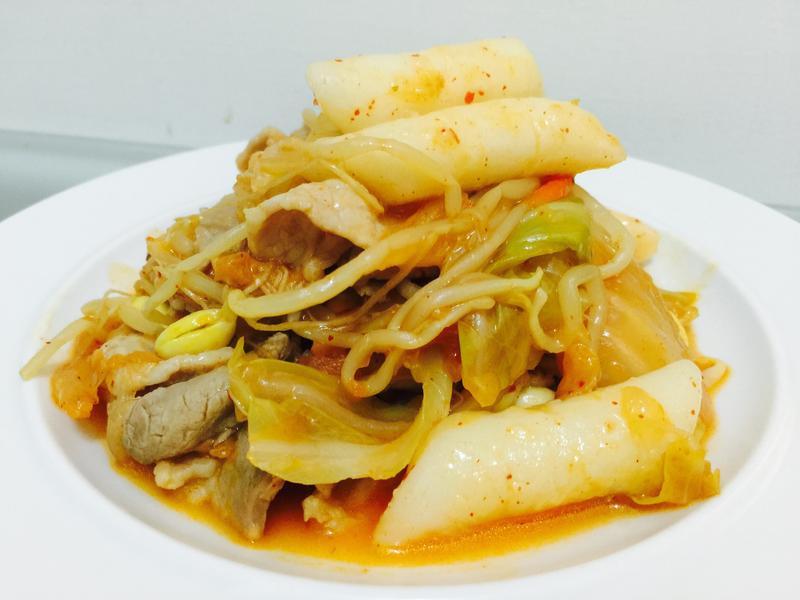 暖心暖胃:秒殺韓式泡菜豬肉炒年糕