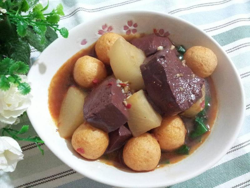 港式經典小吃~香辣韮菜豬紅魚蛋蘿蔔