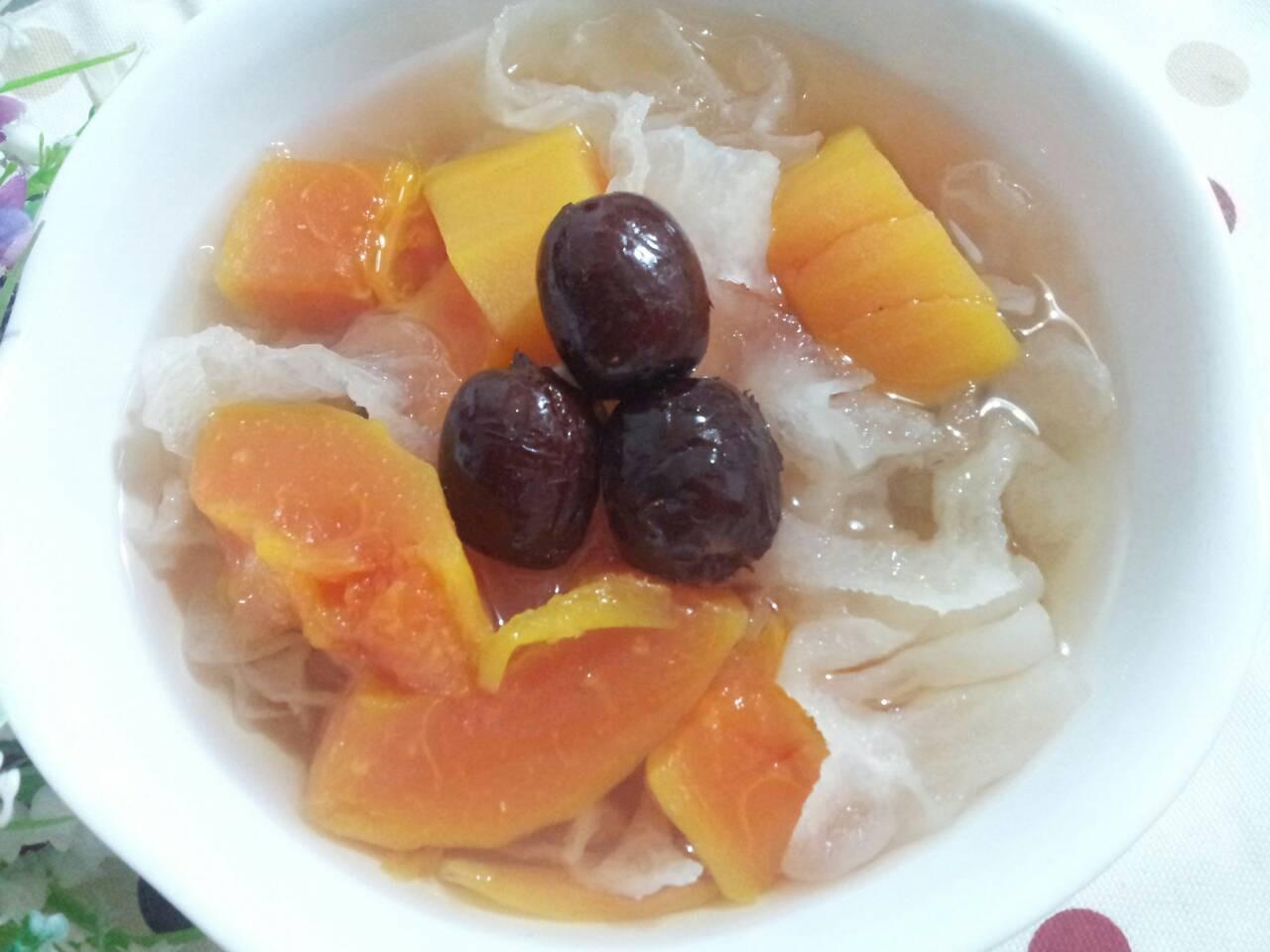 港式滋潤補血甜湯 ~ 紅棗木瓜銀耳糖水