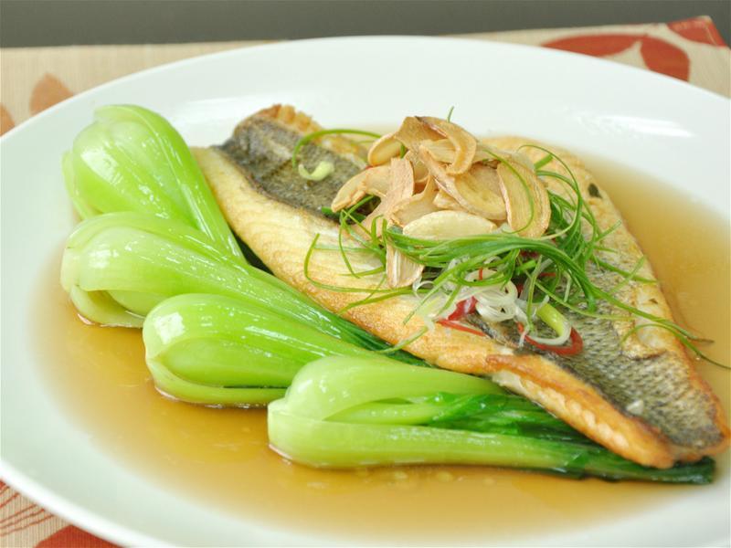 香煎鱸魚排佐青江菜