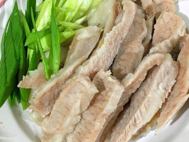 白切松阪豬肉搭蒜茸沾醬
