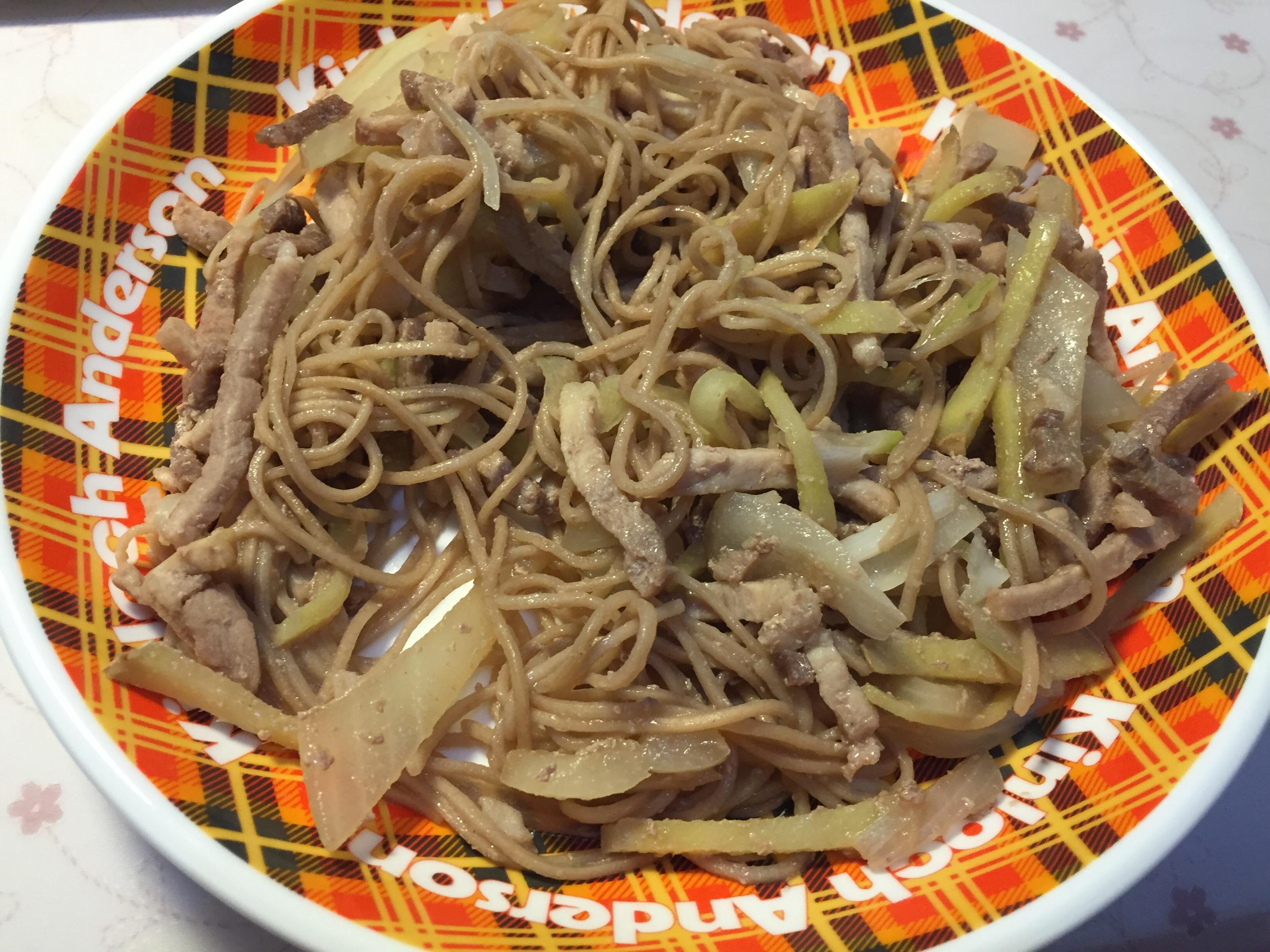 薑絲洋蔥豬肉炒麵