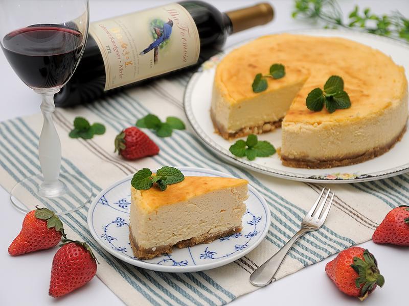 紐約起司蛋糕【玉泉極品台灣之美紅葡萄酒】