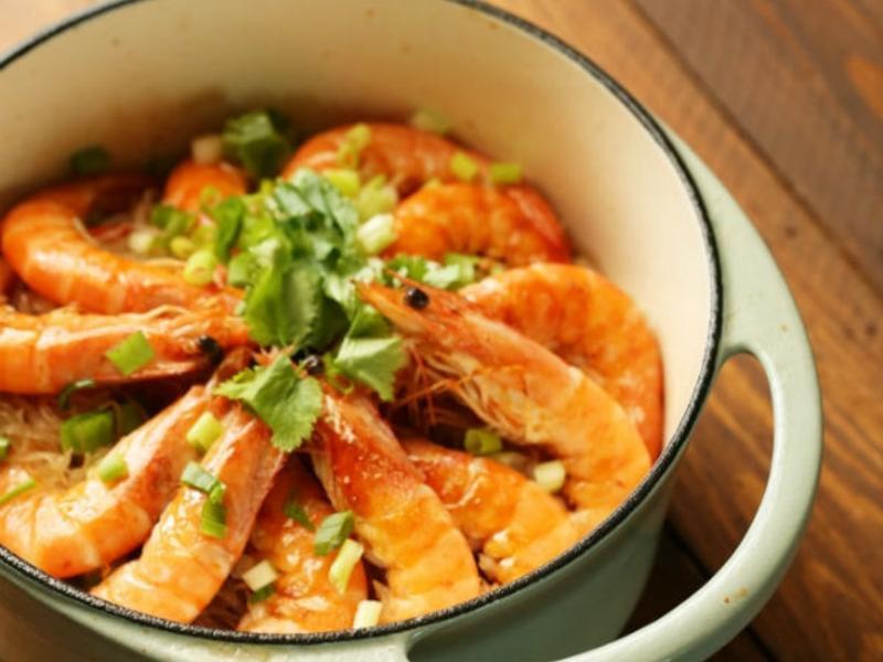 鑄鐵鍋鮮蝦粉絲煲