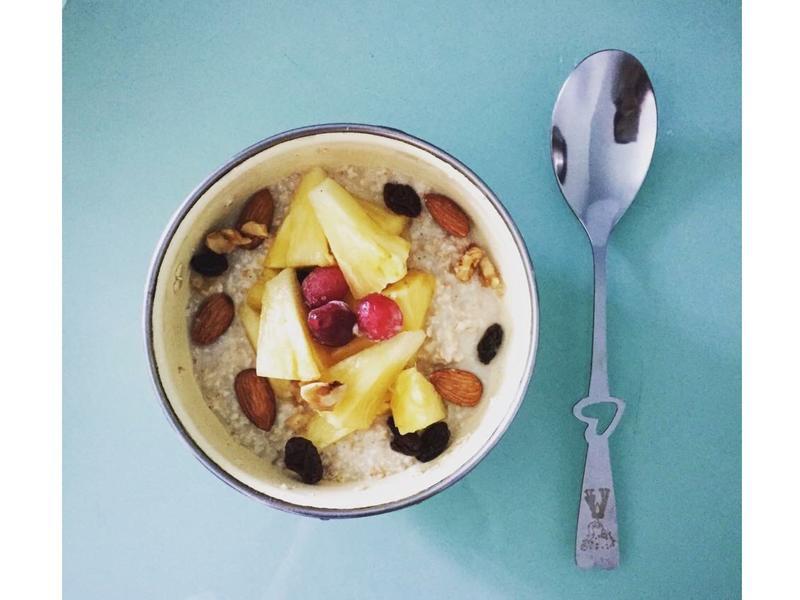 1分鐘早餐-堅果莓果燕麥粥