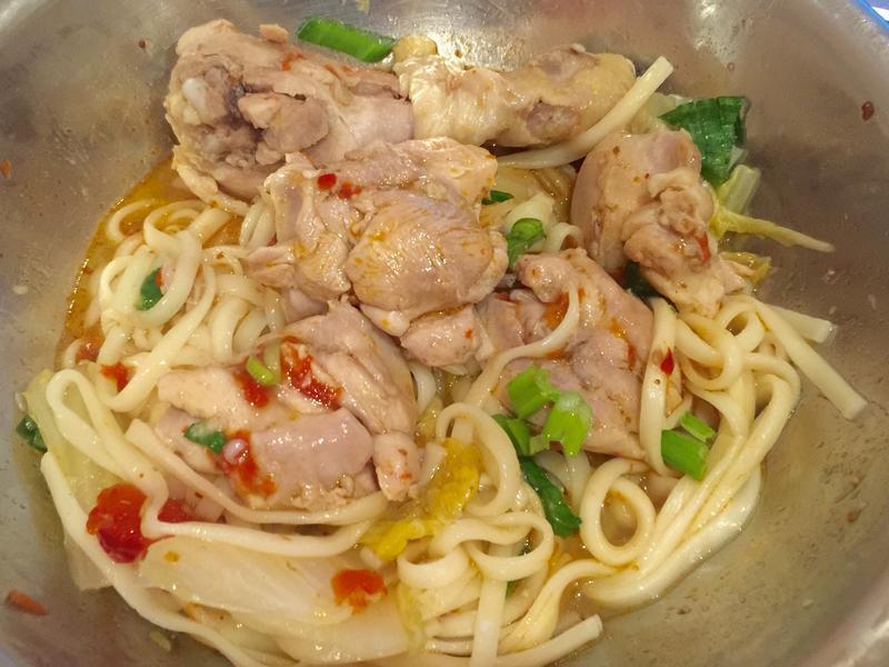 四川風味-香辣軟嫩的缽缽雞麵