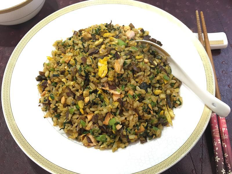 菠菜鮭魚炒飯