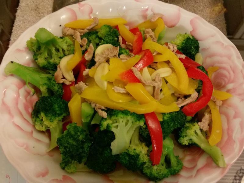 彩椒肉絲花椰菜