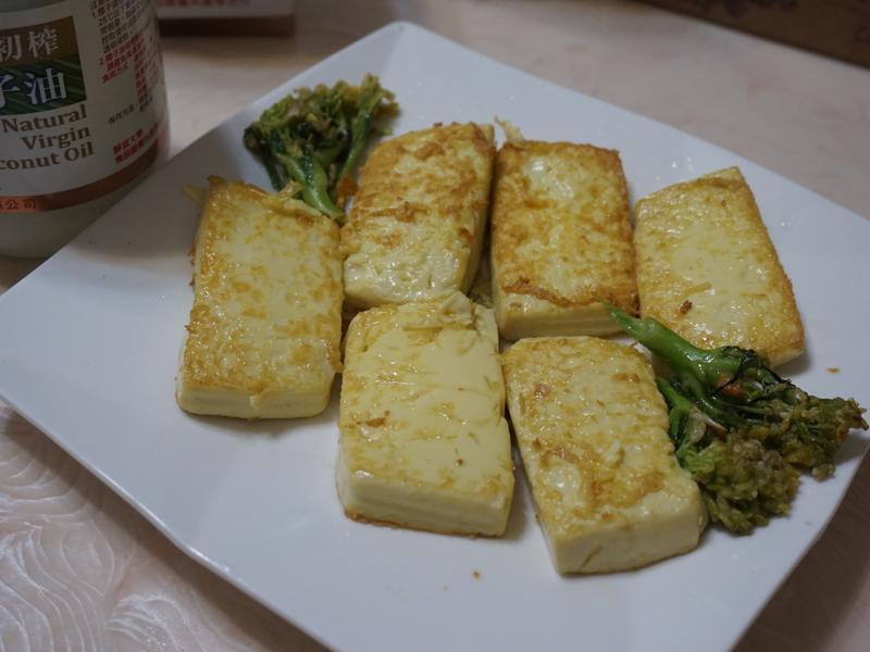 椰子油乾煎雞蛋豆腐