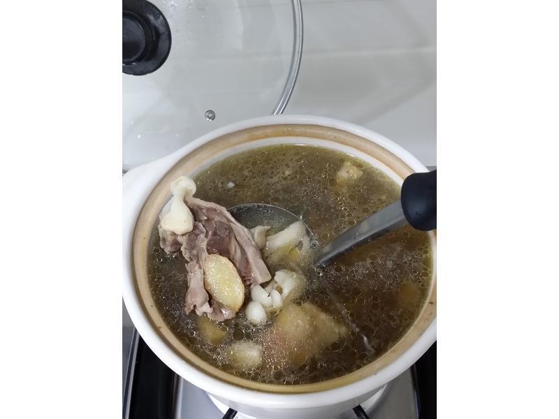 菇菇蒜頭雞湯