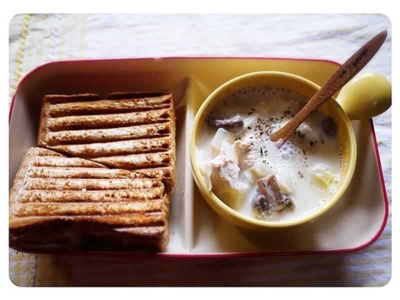 營養滿滿:) 鮮菇雞肉豆奶湯