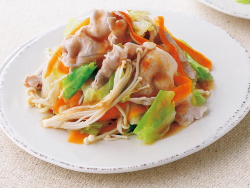 東販小食堂 高麗菜與金針菇的涮豬肉沙拉