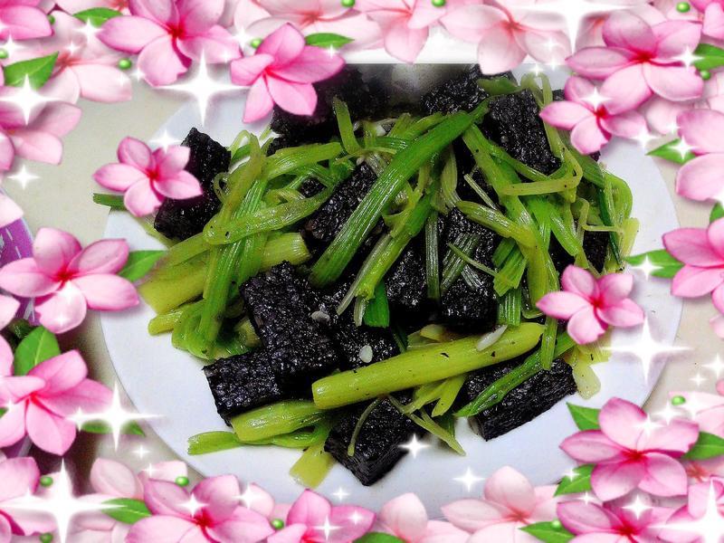 35元零廚藝~芹菜炒豬血糕