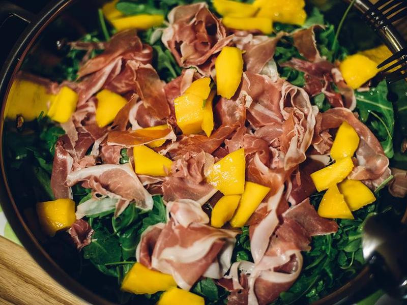 [健康的吃] 火腿,芝麻葉,芒果