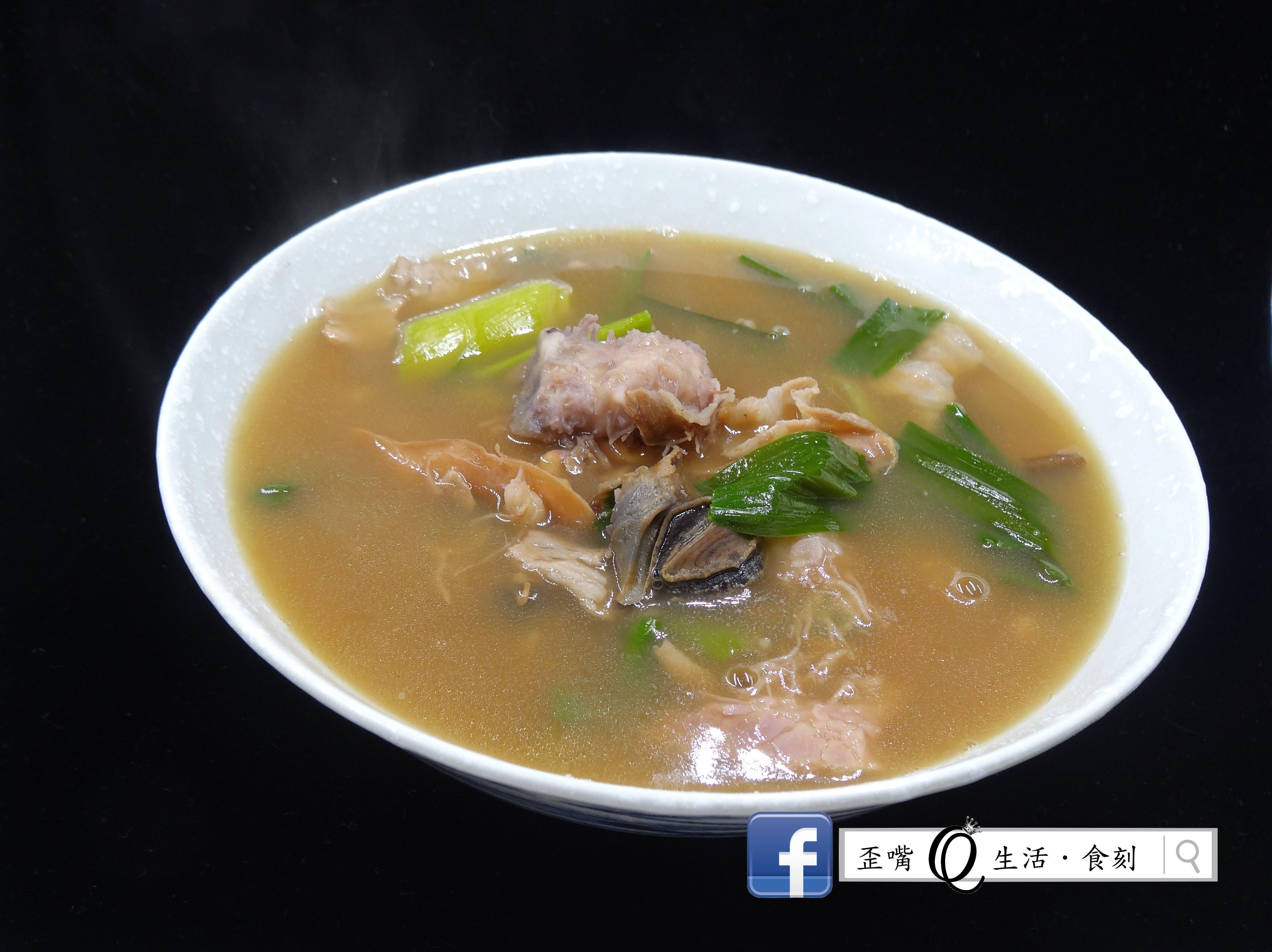 [鑄鐵鍋][古早味酒家菜]魷魚螺肉蒜湯