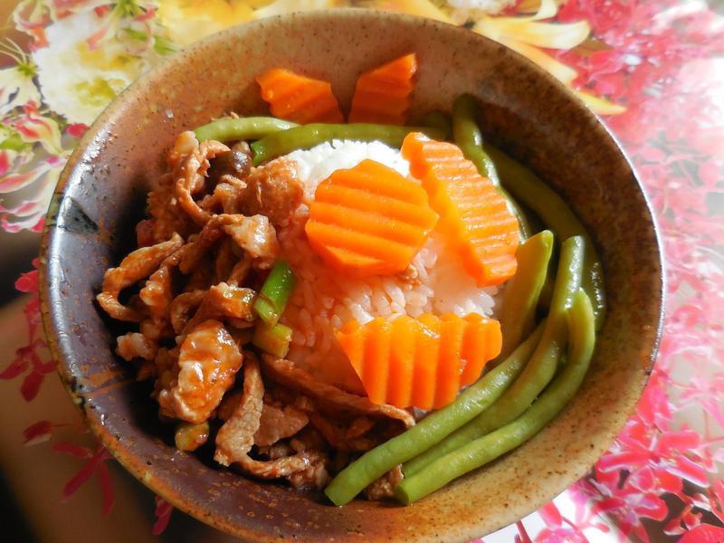 蘑菇橄欖肉絲蓋飯_CLASSICO義麵醬