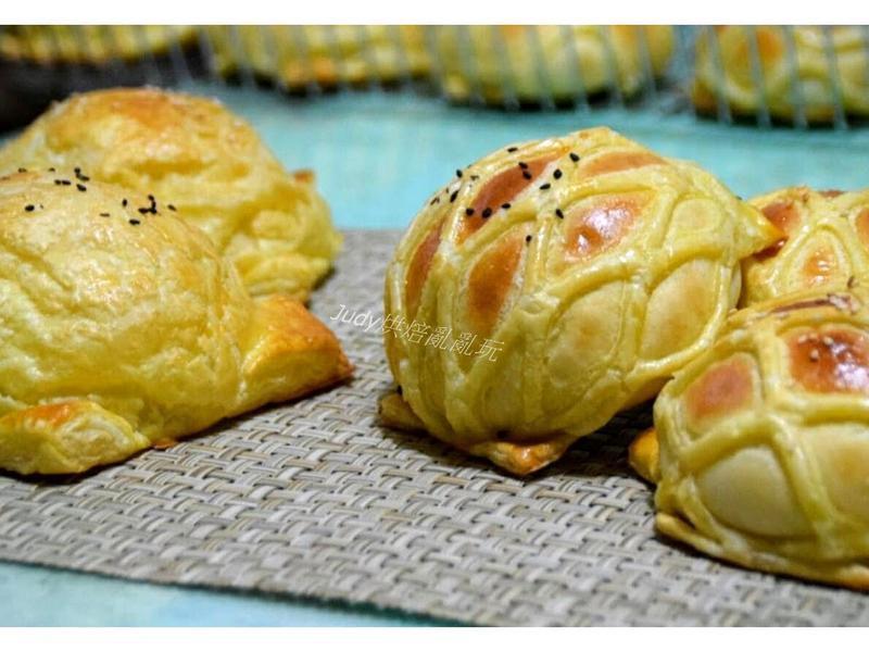 網狀酥皮奶酥、肉鬆麵包