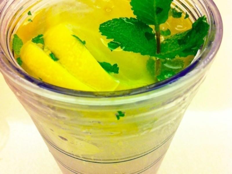 冰鎮檸檬蘇打汽水