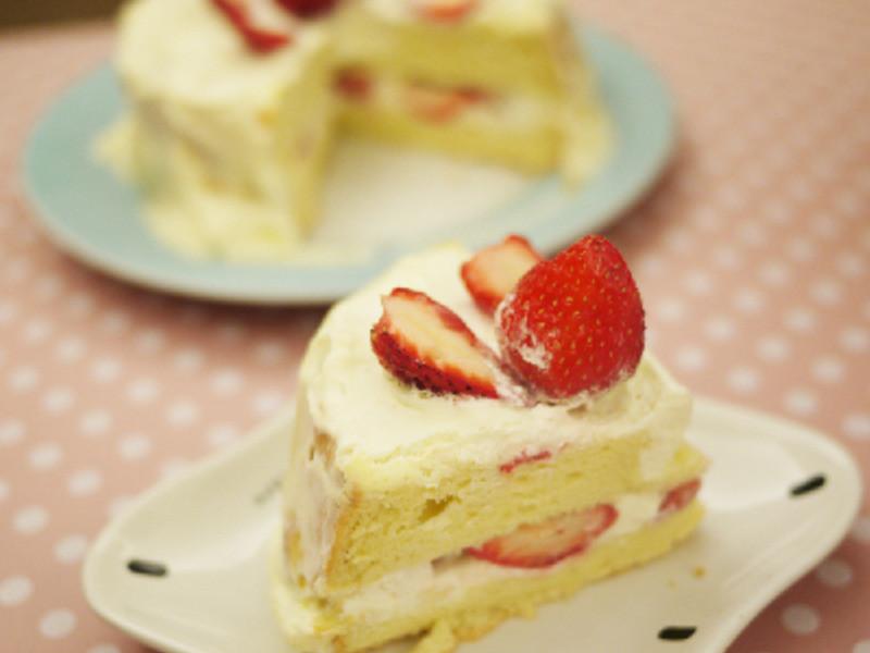草莓鮮奶油蛋糕--簡單的生日蛋糕
