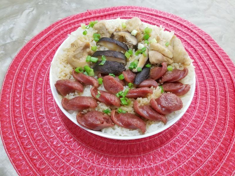 臘腸滑雞香菇煲仔飯