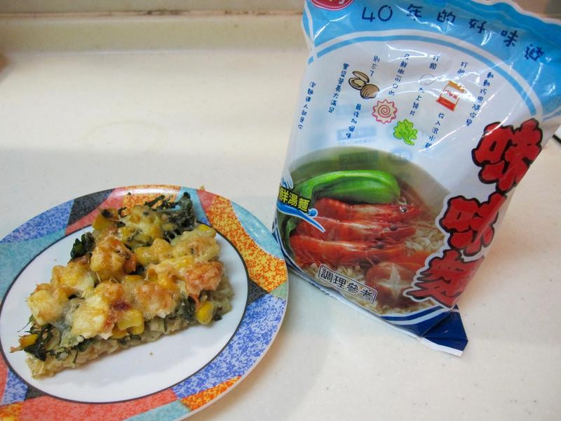 玉米野菜海鮮麵披薩「記憶中的味味麵」