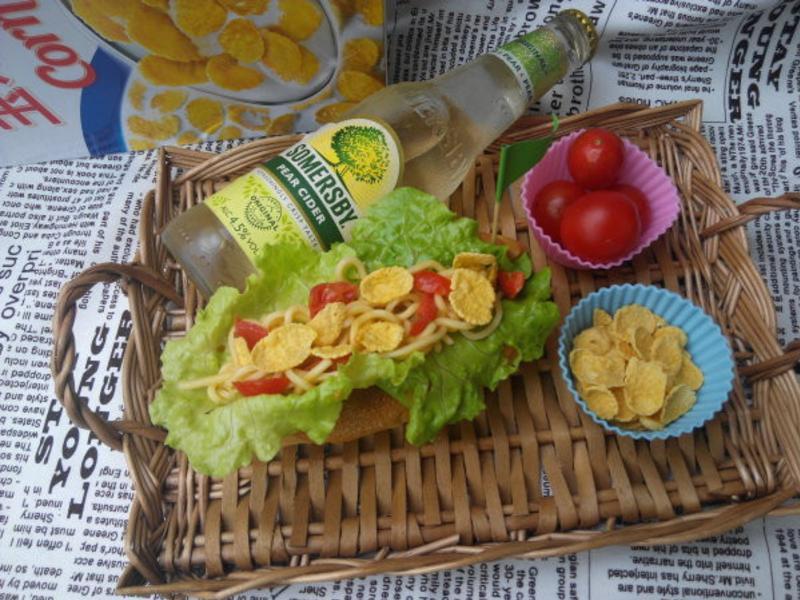 涼麵沙拉玉米脆片麵包_小七野餐趣