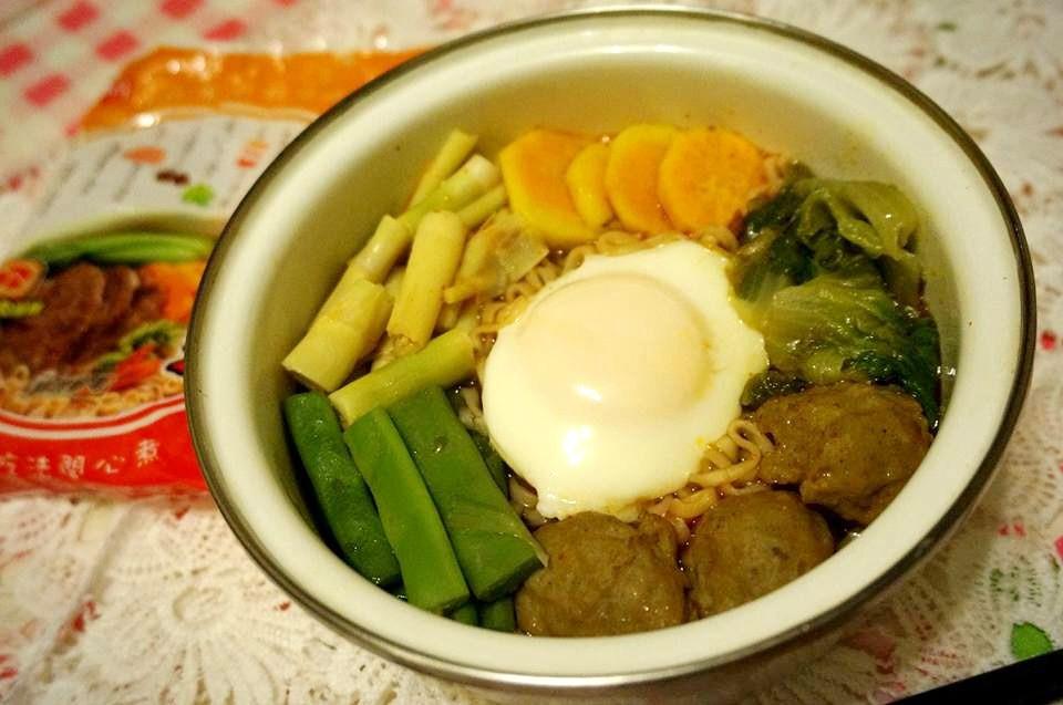 鮮蔬筍魚丸蛋牛肉湯麵【記憶中的味味麵】