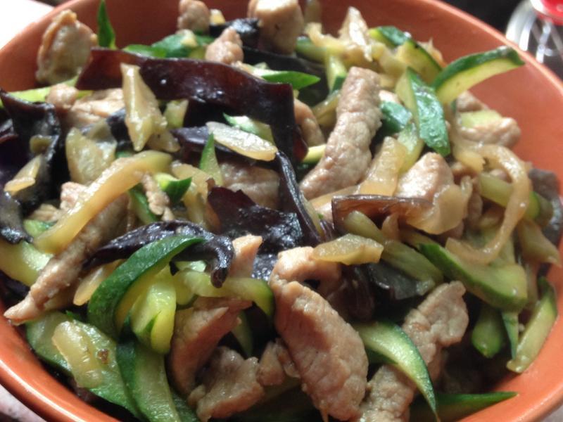 榨菜炒肉絲+小黃瓜黑木耳