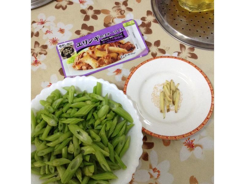 杏鮑菇醬炒芹菜【全聯快炒包料理】