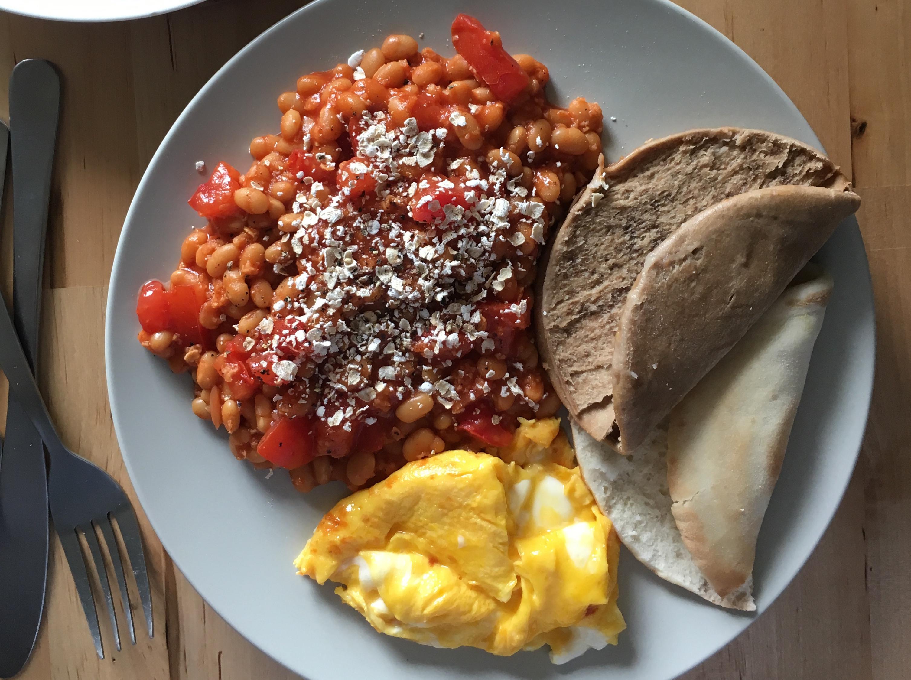 扁麵包夾 燕麥番茄焗豆+半熟炒蛋