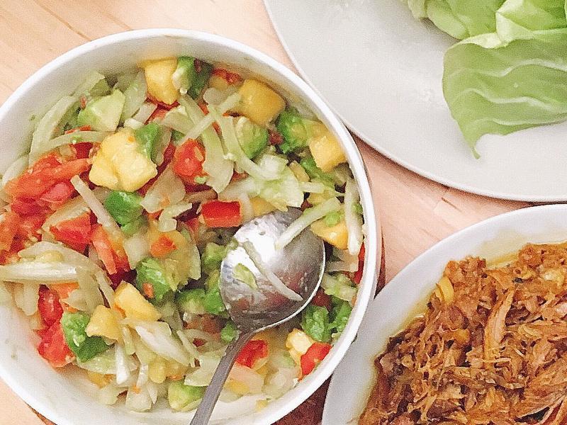芒果酪梨番茄沙拉(配肉包生菜)
