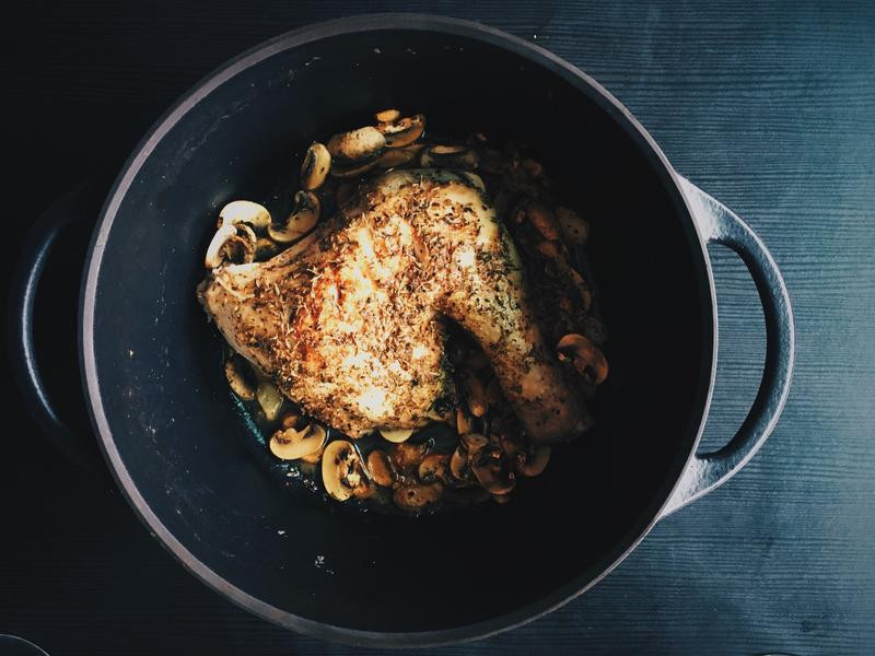 鑄鐵鍋嫩煎香草雞