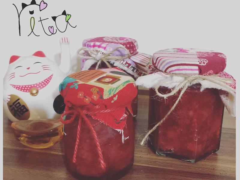 滿滿果肉的草莓果醬