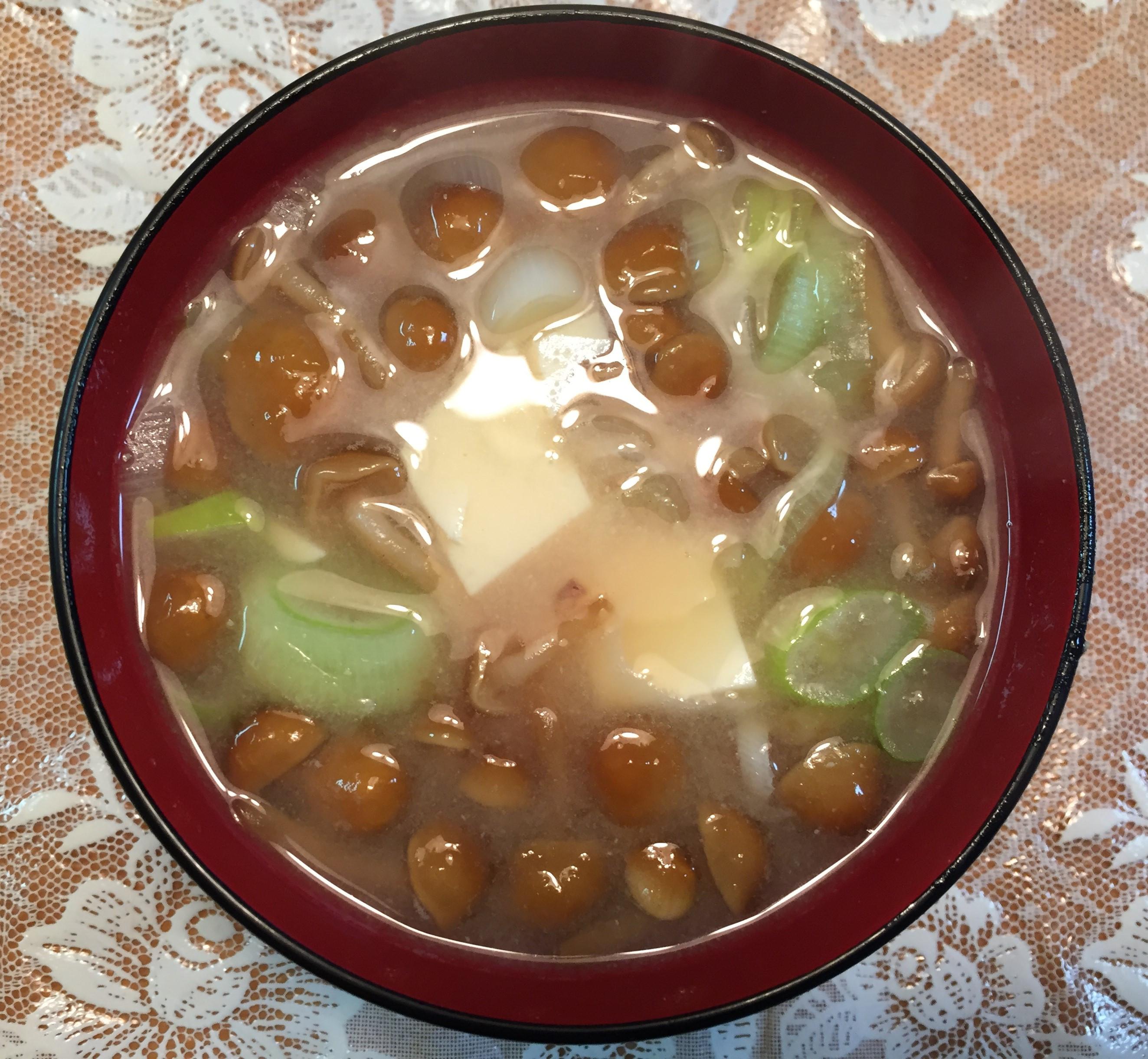 日式滑菇豆腐味增湯