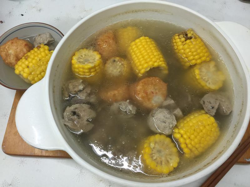排骨玉米貢丸湯
