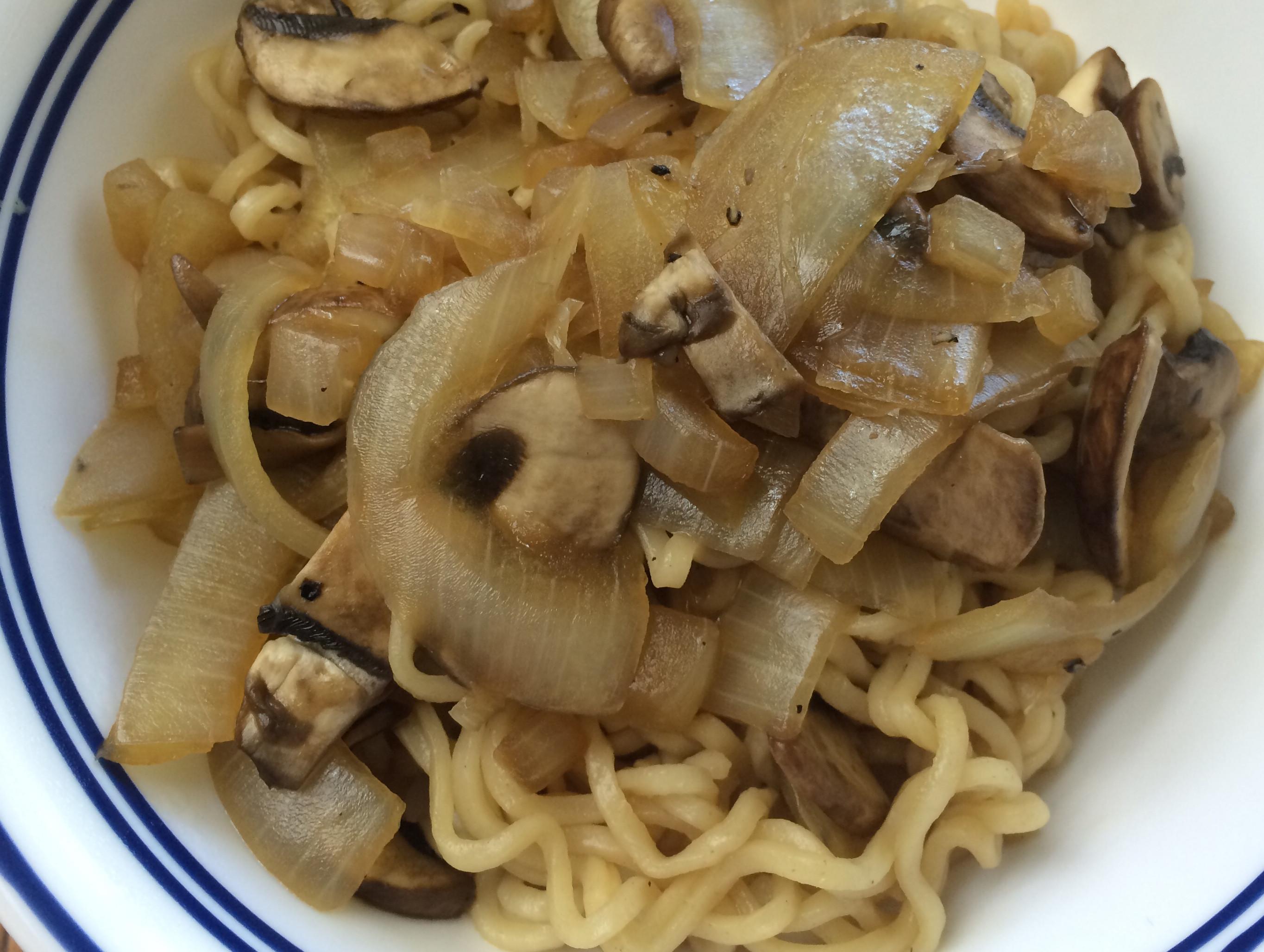 蘑菇洋蔥炒麵