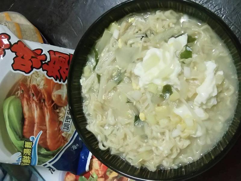 菇海鮮味味麵_記憶中的味味麵