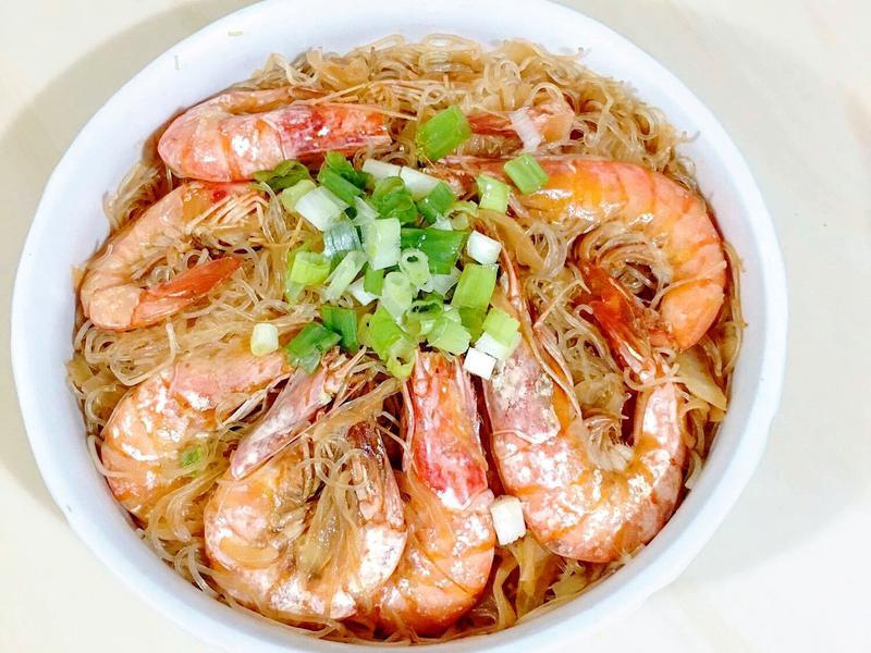 家常菜~ 鮮蝦粉絲煲