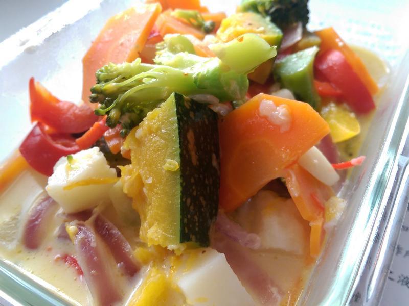 鑄鐵鍋鮮乳鄉村燉蔬菜