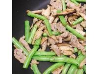 超下飯!鐵板香菇豬柳四季豆