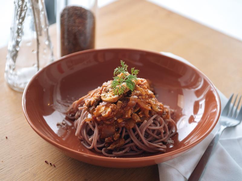 【信豐農場】紅藜蕃茄肉醬拌麵 台灣紅藜麵