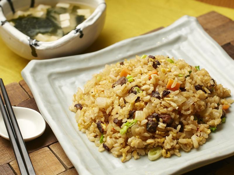 亞洲風午餐(台式炒飯+日式味噌湯)