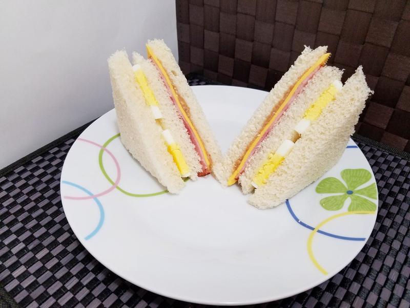 火腿起司蛋三明治
