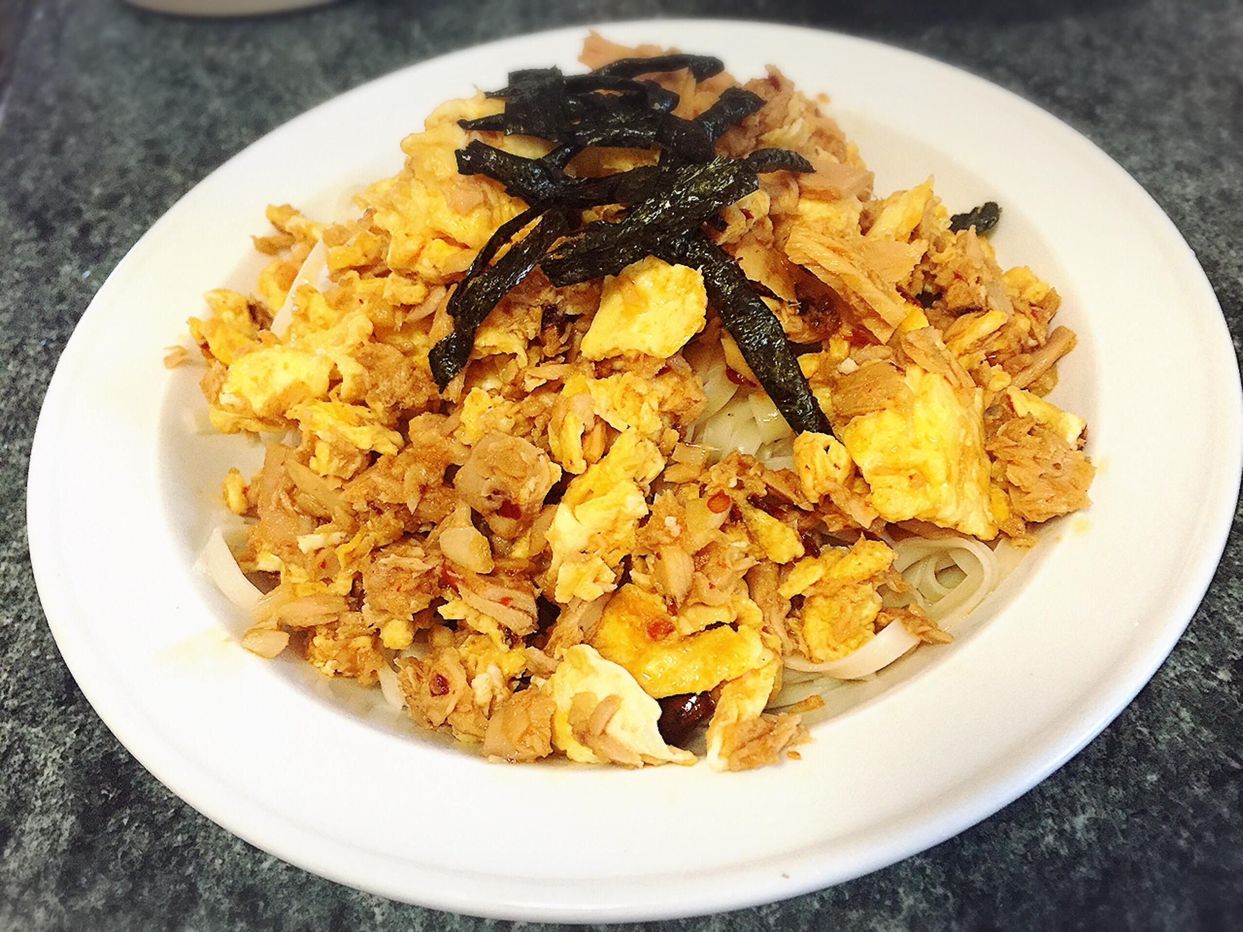 鮪魚拌麵-老乾媽、鮪魚罐頭