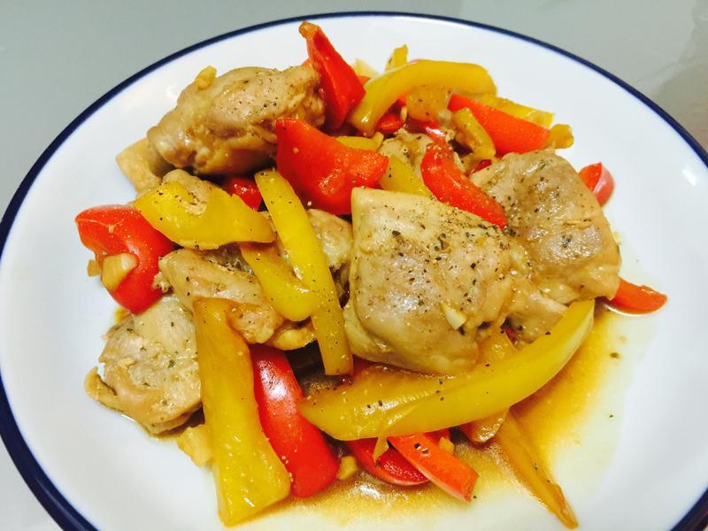 吃不停:彩椒嫩煎雞腿肉
